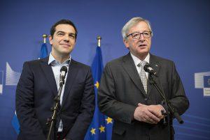 Na de blowjob nam Tsipras nog deel aan de traditionele circle jerk van de Europese leiders. (Foto: Flickr, CC)