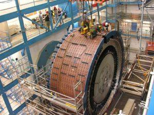 CERN bouwt aan een deeltjesvertrager. Foto: Argon National Laboratory CC BY-SA 2.0