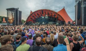 FACTCHECK: Mag de politie u naakt fouilleren op festivals?