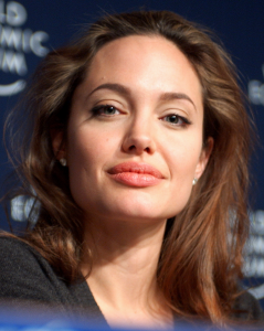Zelfs de meest rabiate homo heeft slechts enkele sessies met Angelina Jolie nodig om van zijn seksuele stoornis te genezen. (Foto: Remy Steinegger, CC BY SA 2.0)