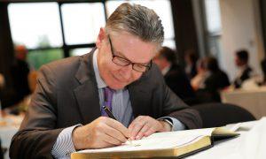 Zakken Karel De Gucht zitten vol