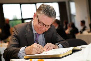 """Dit is een drama voor Karel De Gucht en de entourage van Karel De Gucht"""", stelt een teleurgestelde Karel De Gucht. (Foto: VOKA Kamer Van Koop"""