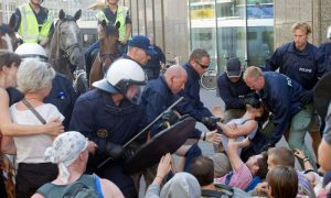 Gentse politie pakt wat blanken hardhandig aan om het goed te maken