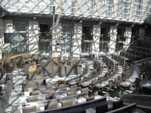 In het Vlaams Parlement ligt volgens minister-president Kris Peeters genoeg gebakken lucht gestockeerd voor 15 tot 20 parlementen. (Foto: Spotter2, Wikimedia Commons)