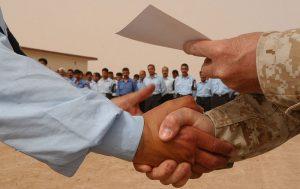 De onderhandelaars bereikten een historisch akkoord (USMC photo by Cpl. Paula M. Fitzgerald)