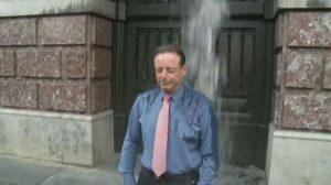 Bart De Wever krijgt wel vaker een koude douche. (Foto: ATV)