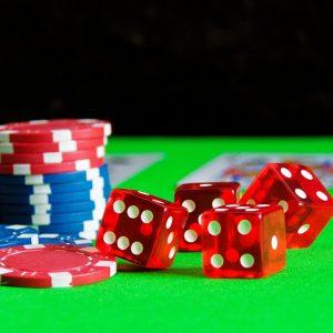 Theresa May door echtgenoot uit casino gesleurd