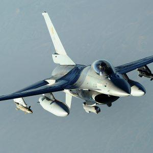 Belgische F-16's boven Libië. De no-flyzone wordt door niemand geëerbiedigd.