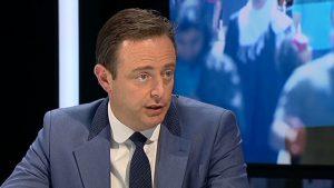 De uitspraken van De Wever zouden in de jaren negentig wel nog vooraf gegaan zijn door 'Ik ben racist maar'. (Foto: VRT)