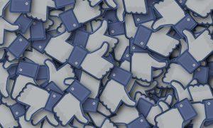 Facebook experimenteert met political autocorrect
