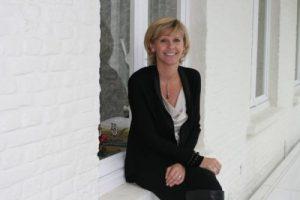 Burgemeester Martine Fournier bindt de strijd aan met gewestelijk Nederlands in haar gemeente Menen.