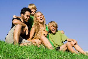 In veel schijnbaar gelukkige gezinnen brengen de ouders niet constant de gevolgen voor de kinderen in rekening. (Foto: Flickr)