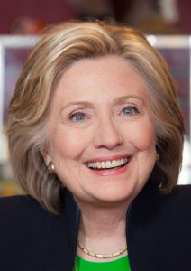 Hillary Clinton is mogelijk de eerste vrouw ooit die een nucleaire oorlog kan ontketenen. (Foto: Hillary for Iowa, CC by 2.0)