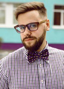 Gianni Nuyens heeft zijn hippe brilmontuur op afbetaling moeten kopen. (Foto: Pixabay)