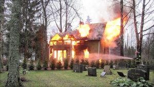 Woningbranden zijn verantwoordelijk voor 5 procent van de jaarlijkse uitstoot van fijn stof. (Foto: Pixabay)