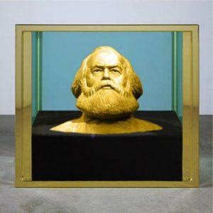 Met 926 000 euro hebben de neomarxisten van PVDA net genoeg om deze gouden buste van Karl Marx te kopen.