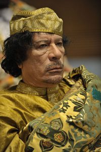 Ex-bevelhebber Khadafi (U.S. Navy photo by Mass Communication Specialist 2nd Class Jesse B. Awalt/Released Other versions)