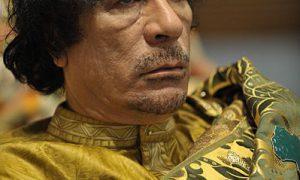 Khaddafi noemt onlusten Libië 'grootschalige reenactment'