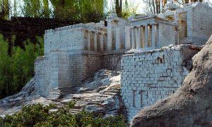 Mini-Griekenland zegt noodlijdende mini-Europazone vaarwel