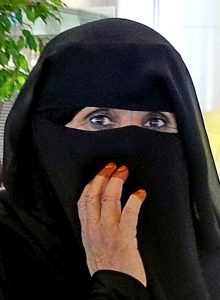 Is het 'nikab' of 'niqab'? (Foto: Michel Royon / Wikimedia Commons)