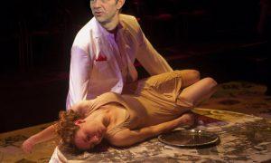Hittegolf: Frank Deboosere offert maagd aan Zeus