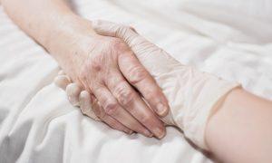 De Block werkt aan nieuwe richtlijnen voor palliatieve zorg: na drie weken moet u dood zijn