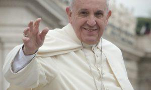 Paus verbaast wereld met net iets minder homofobe uitspraken dan voorganger