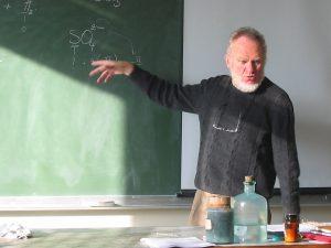 Een wiskundeprofessor: 'Het getal π komt ongeveer neer op 3,14 en daarna nog een aantal cijfers of getallen' (Foto: Karen Thibaut)