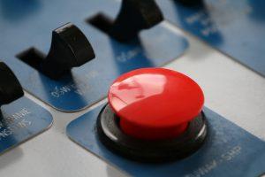 Als de arbeidsbemiddelaar op de rode knop duwt, klapt er een valluik open onder de werkloze. (Foto: Wlodi, Wikimedia Commons)