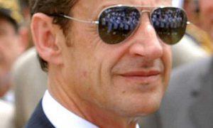 Sarkozy schiet op vakbonden en buitenlanders