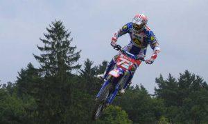 Stefan Everts reed met motortje in fiets