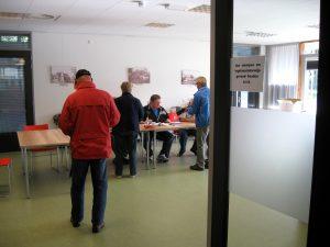 Browaeys verliet na korte tijd het stemlokaal (Foto: Ziko Van Dijk)