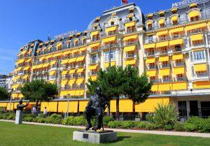 De tafel bevindt zich in het Montreux Palace. (Foto: Odrade123, Wikimedia Commons)