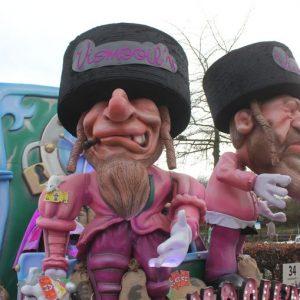 Minderheidsgroepen die niet geschoffeerd werden op Aalst Carnaval dienen klacht in bij Unia