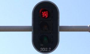 FDF'er vindt nieuwe verkeerslichten te Vlaams