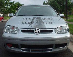 De gratis Volkswagen komt met reclame voor 'Mein Kampf'.