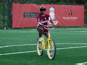 """""""Nu mijn carrière voorbij is durf ik af en toe met een fiets op het veld"""", aldus de anonieme J.J."""