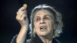 Gino Debroux wijt zijn tanende populariteit aan een mysterieuze zigeunervloek.